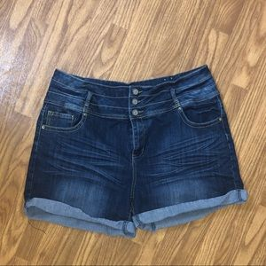 High waisted Jean Shorts• Size 22